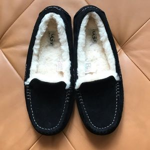UGG Ansley Black Suede Wool lined loafers
